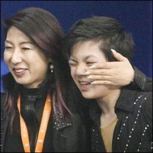 宇野昌磨のコーチのベタベタな恋人つなぎが話題!ボディタッチやべえな。